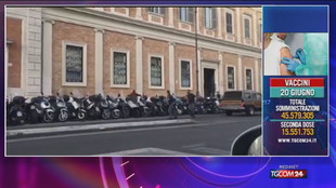 Armato di coltello in stazione a Roma, polizia spara per fermarlo: ferito