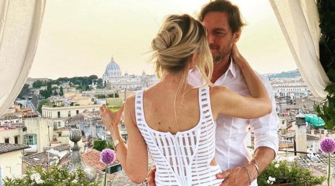 """Ilary Blasie Francesco Totti, cena per festeggiare l'anniversario di nozze: """"Sedici anni di noi"""""""