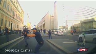 Paura a Roma: minacce con coltello, poliziotto spara