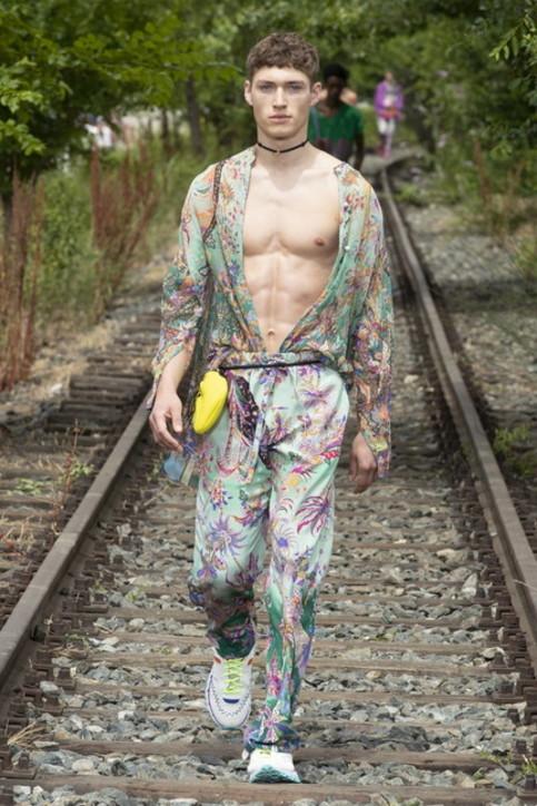 Milano Fashion Week, Etro: i look della sfilata dedicata a Battiato