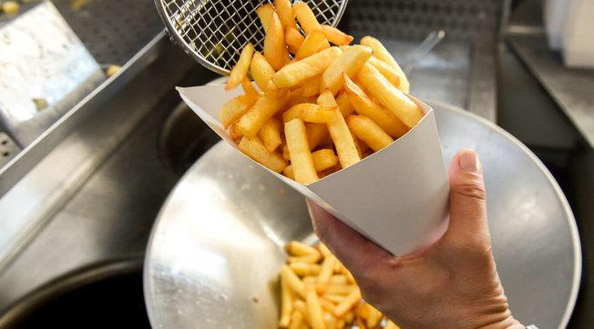 Lotta all'afa, gli errori da evitare e i consigli più strani (come mangiare le patatine fritte)