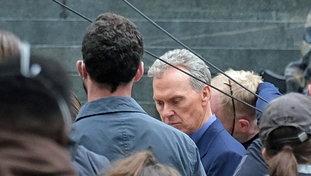 """Michael Keaton torna nei panni diBatman dopo 30 anni: le prime foto dal set di """"The Flash"""""""