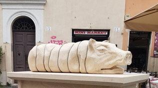 La statua della porchetta e le proteste degli animalisti