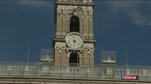 Roma, si scalda (sui social) il duello Raggi-Calenda