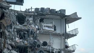 Paura nella notte a Miami: crolla un palazzo