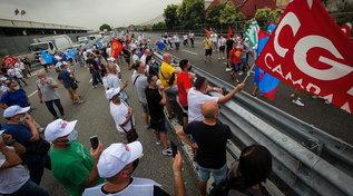 Whirlpool, i lavoratori bloccano lo svincolo della A1 a est di Napoli
