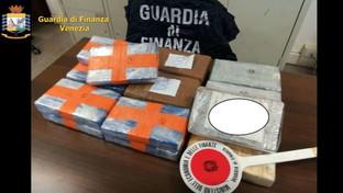 Venezia, arrestato sospetto jihadista: trasportava 22 chili di cocaina in auto