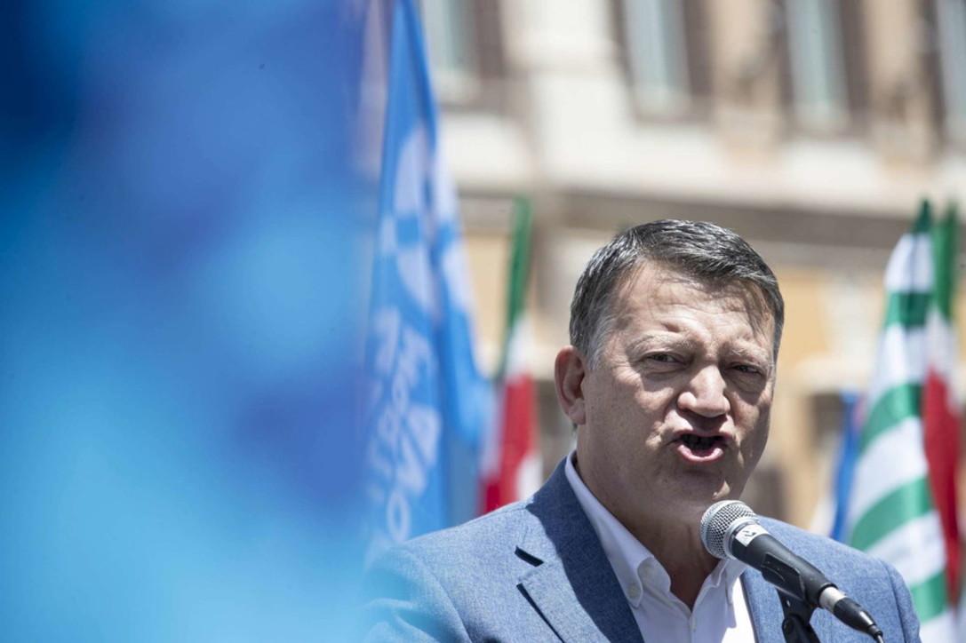"""Lavoro, sindacati in piazza: temiamo la """"bomba sociale"""""""
