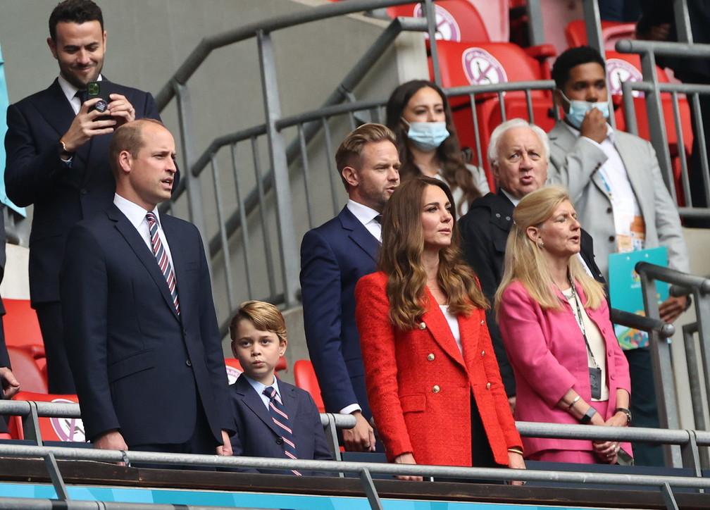 Inghilterra-Germania, George di Cambridge allo stadio tra noia e sorrisi
