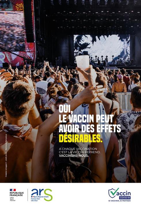 Vaccini, la campagna di sensibilizzazione francese con baci, abbracci e balli