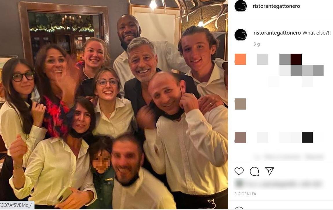 George Clooney sul lago di Como, ecco le foto al ristorante con Amal
