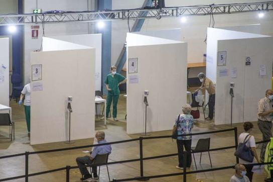 Covid, proseguono a ritmo spedito le vaccinazioni nell'hub di MalpensaFiere
