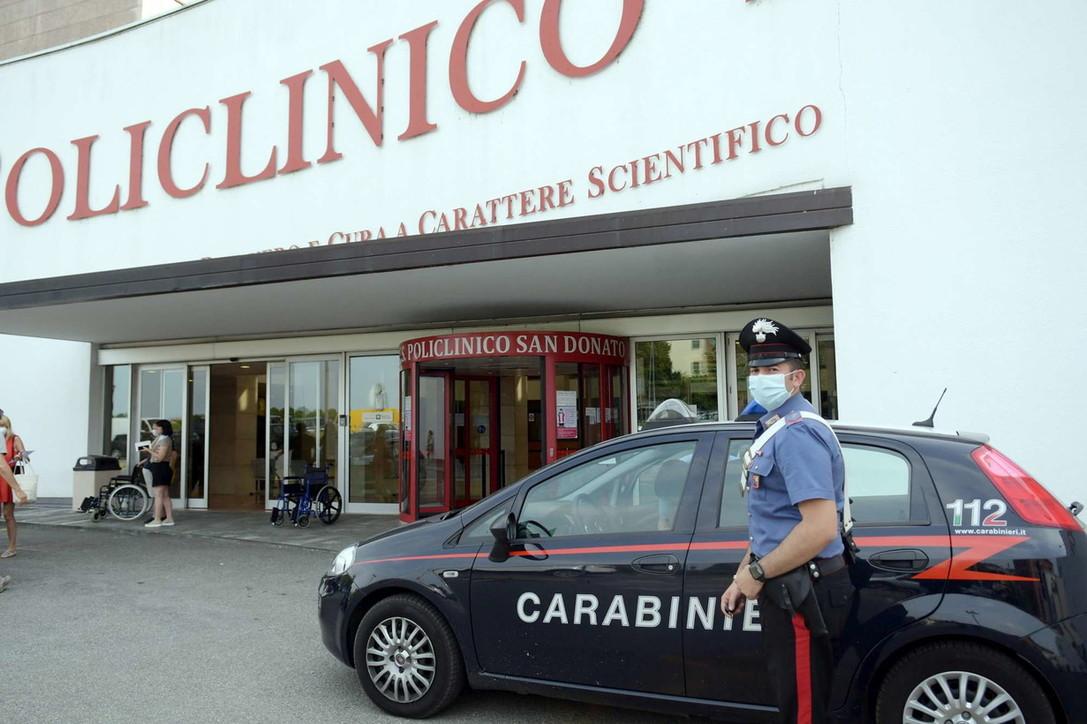 Milano, dà in escandescenze dopo visita medica e accoltella chirurgo