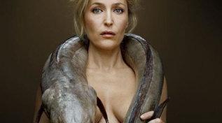 """Gillian Anderson: """"Basta col reggiseno!"""""""