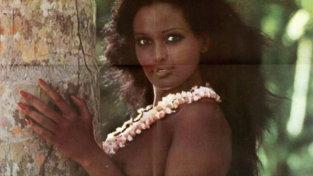 """Zeudi Arayaè """"La ragazza dalla pelle di luna"""": icona sexy anni 70"""