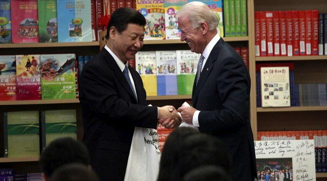 """Coronavirus fuggito dal laboratorio, Usa e Cina trovano l'accordo sulla exit strategy: """"Pechino ammetterà l'errore"""""""