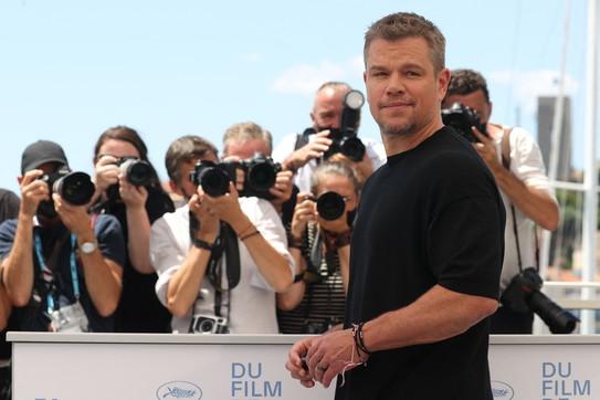 Moda, la t-shirt: da Brad Pitt a Matt Damon, così semplice così sexy