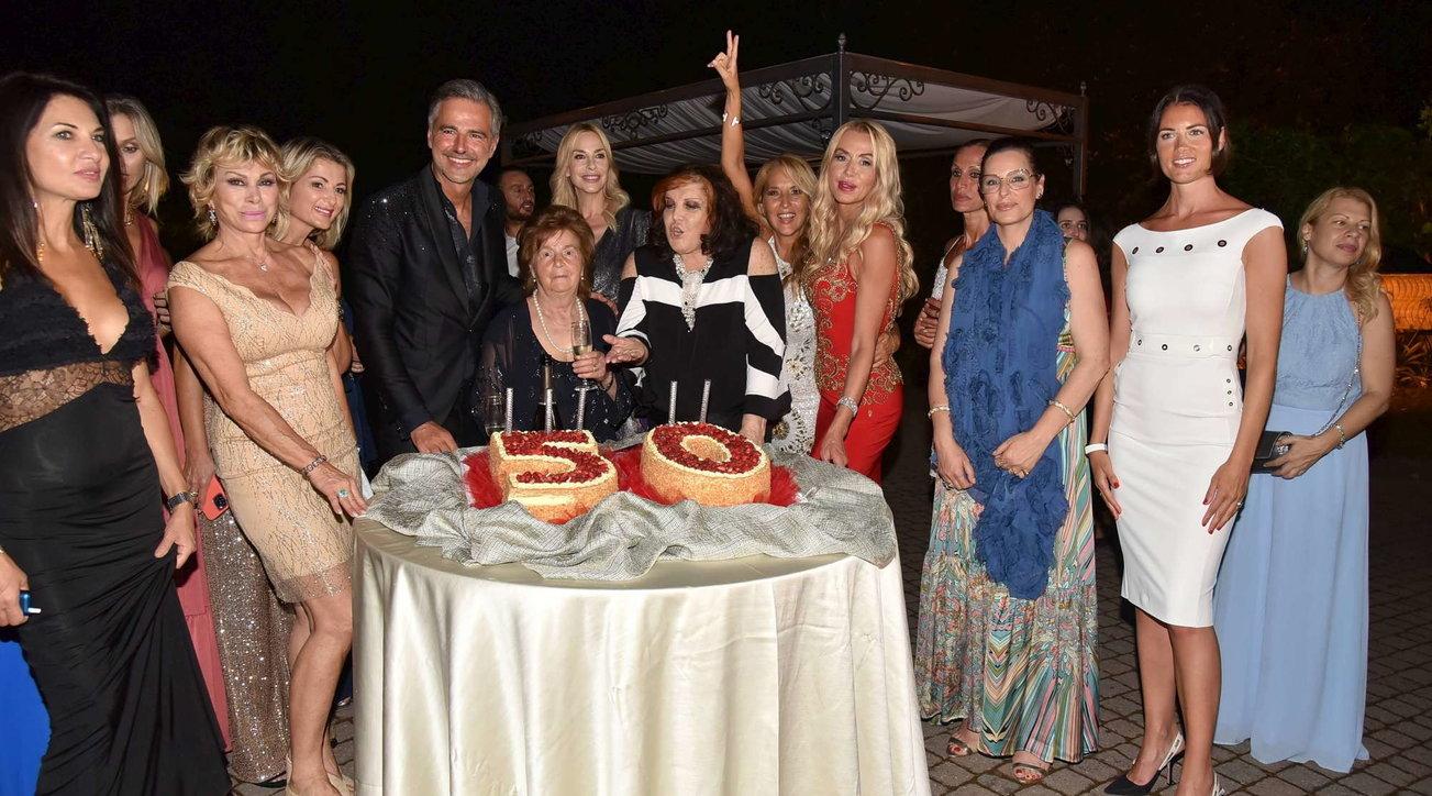 Beppe Convertini compie 50 anni e festeggia alle grande: guarda quanti vip al party