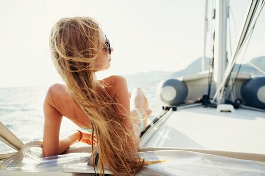 Beauty tips, capelli belli e sani in estate: le soluzioni di Dyson