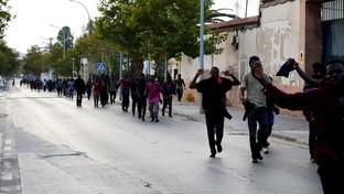 Melilla, 230 migranti hanno saltato la barriera e sono entrati in Spagna