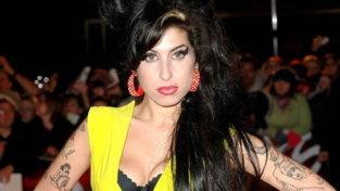 Amy Winehouse, dagli inizi al tragico epilogo: gli scatti di una carriera