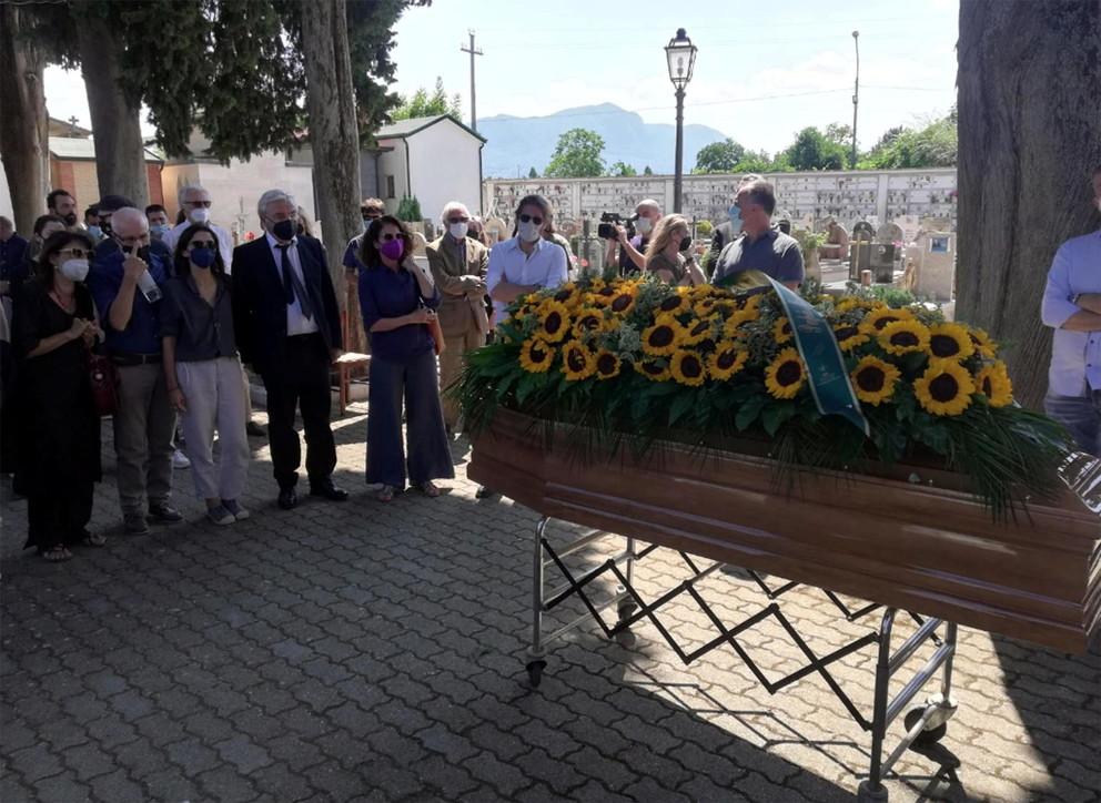 L'ultimo saluto a Libero De Rienzo: i funerali a Paternopoli