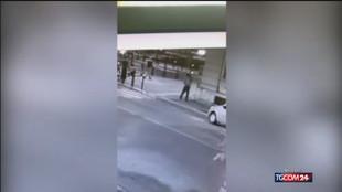 Ucciso in piazza a Voghera: le immagini
