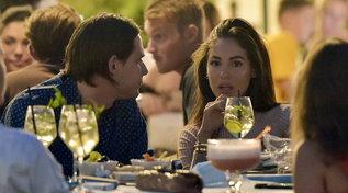Giulia De Lellis a Portofino, aperitivo in piazzetta con Carlo e amici