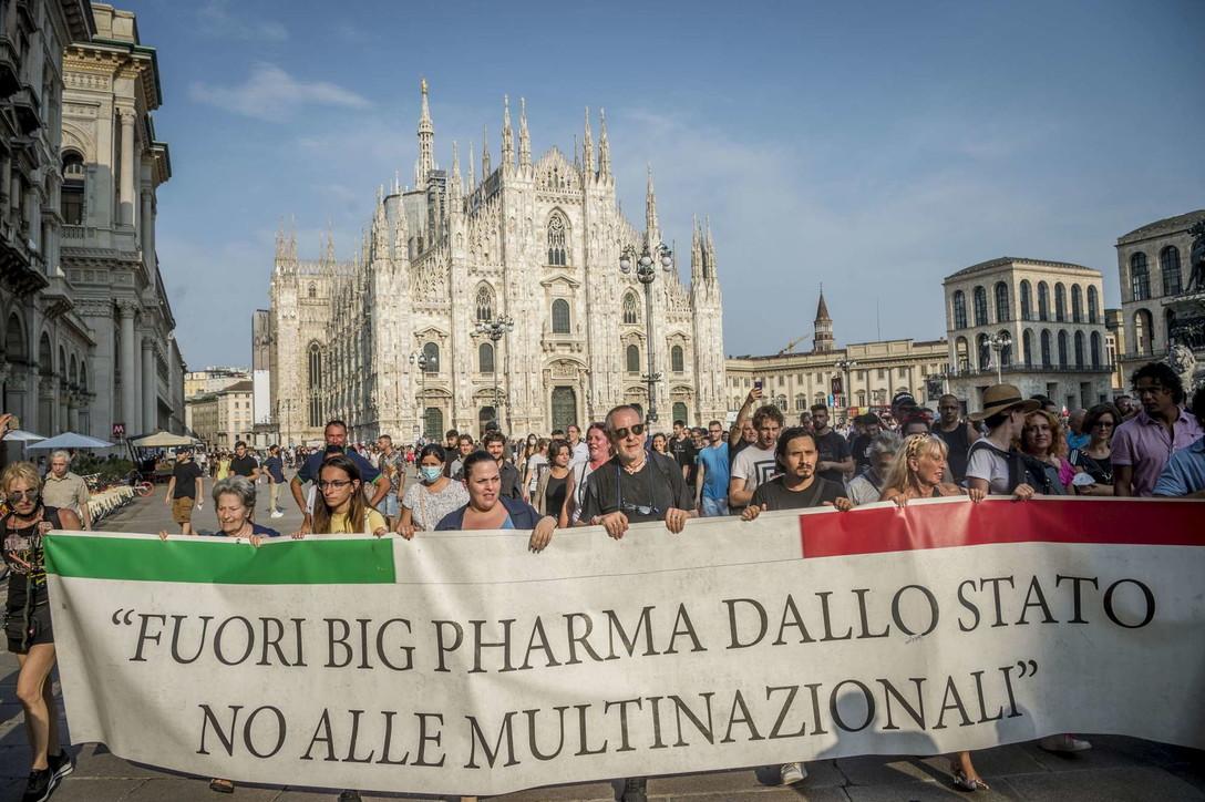 Da Milano a Napoli, proteste dipiazza contro il Green pass