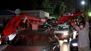 Caos in Tunisia,il presidente Saied sospende il Parlamento: proteste di piazza