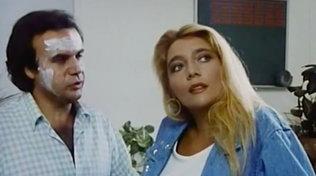 """Mara Venier nei panni di attrice in """"Professione Vacanze"""" nel 1987"""