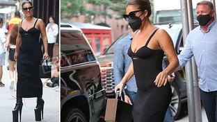 Lady Gaga sui trampoli per le vie di New York