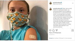 """Greta Thunberg si vaccina: """"Sono una privilegiata, molti nel mondo non possono farlo"""""""