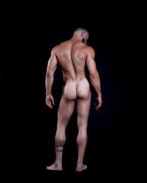 Gianni Spertitutto nudo come un Dio greco