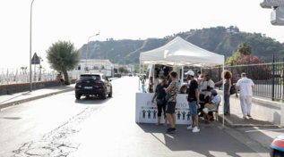 In Campania i vaccini si fanno al lido e nelle piazze