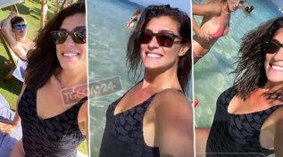 Elisa Isoardi in Sardegna, bagni e risate: ecco con chi è