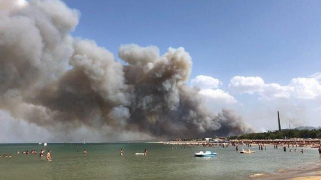 Incendi in Abruzzo: turisti in fuga, a Pescara in fiamme la Pineta Dannunziana