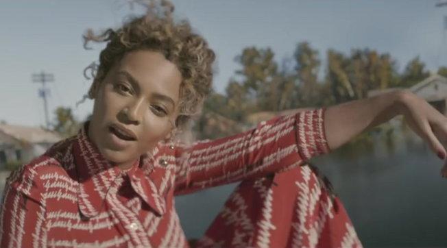 "Beyoncé nelvideo di ""Formation"""