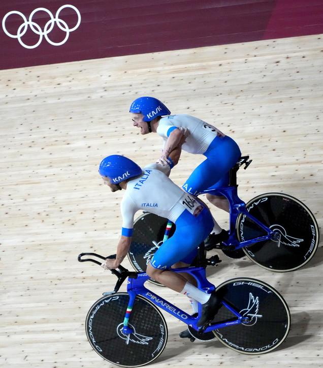 Ciclismo, chi è Filippo Ganna: il trascinatore della squadra di ciclismo su pista