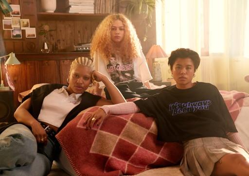 Moda e trend, da H&M la capsule dedicata alla serie tv Sex Education