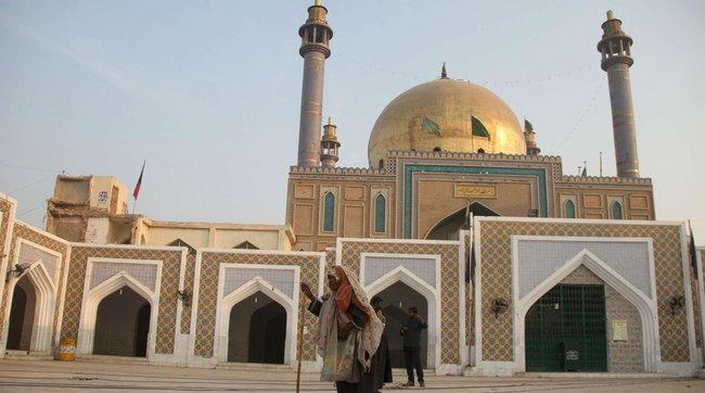 Pakistan, a 8 anni fa la pipì sul tappeto nella scuola dove si insegna il Corano: rischia la pena di morte per blasfemia