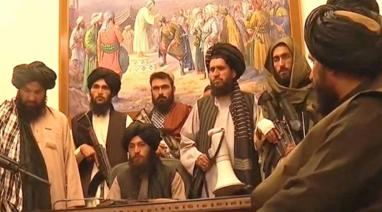 Afghanistan, i talebani rifondano l'Emirato