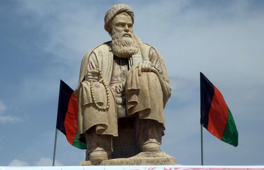 ABamiyansi torna ad abbattere le statue: dopo i Buddha tocca al monumento dedicato a un eroe sciita anti talebani