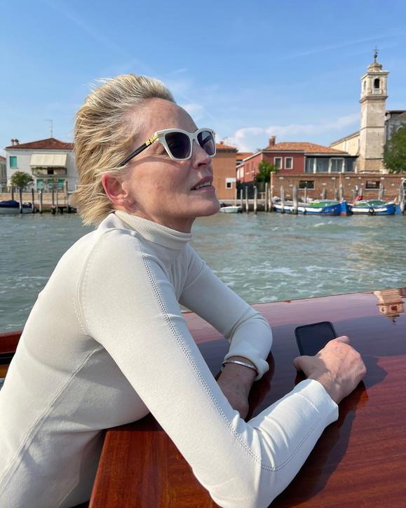 Sharon Stone splendida al naturale
