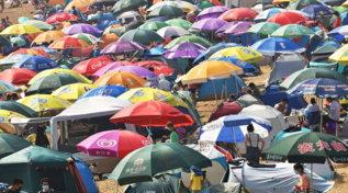 Stanchi delle spiagge affollate? Consolatevi: in Cina è peggio