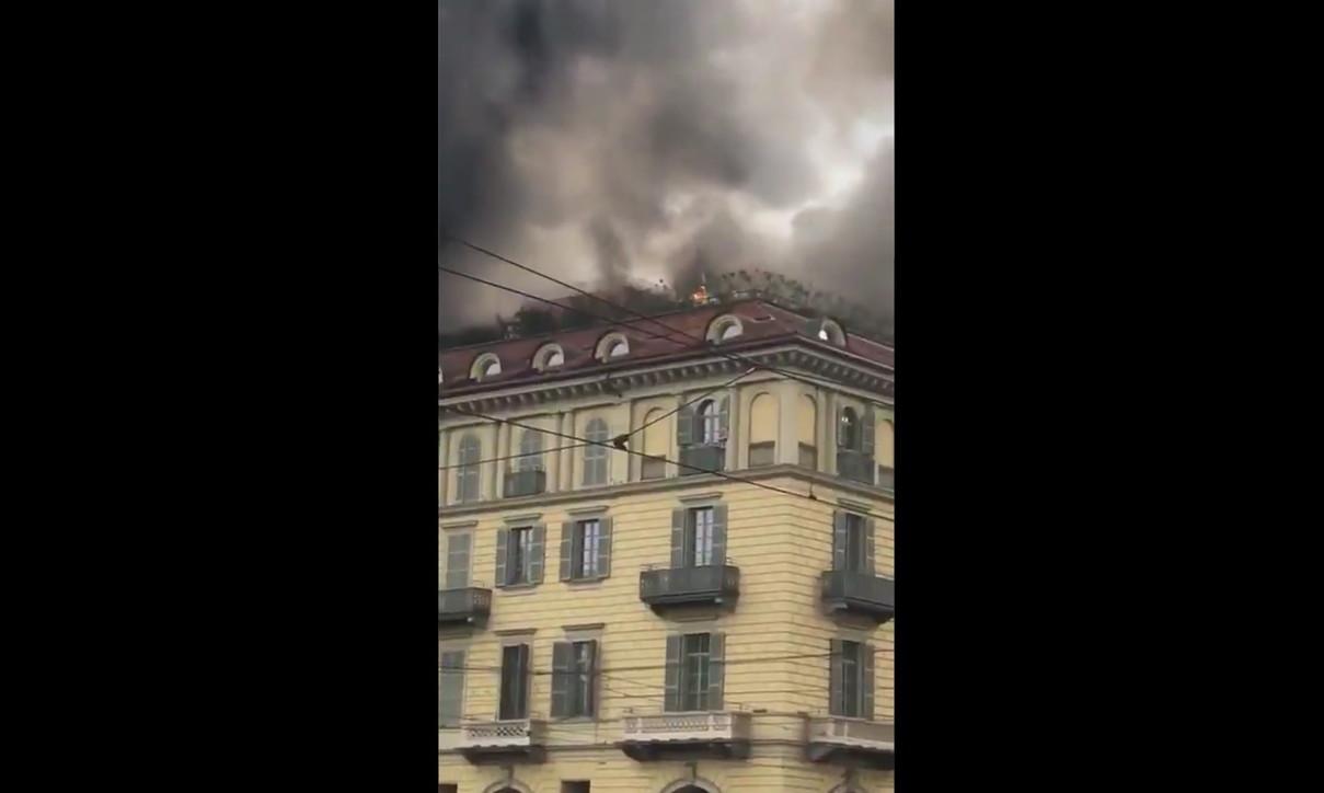 Torino, a fuoco un edificio in Piazza Carlo Felice