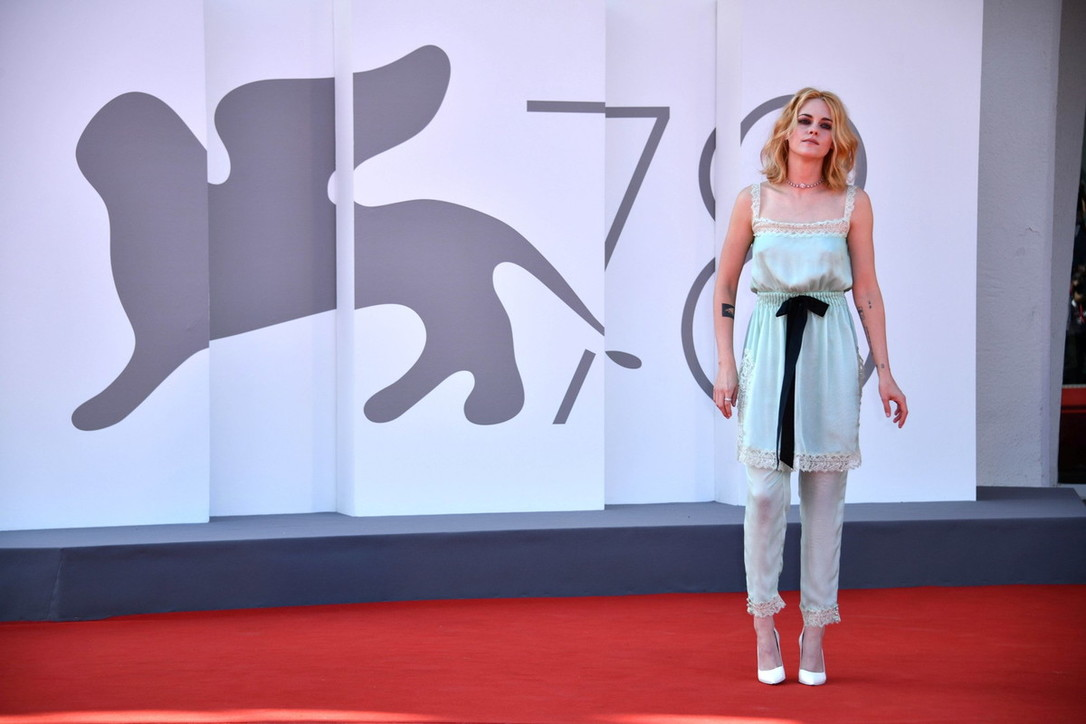 """Venezia 78, Kristen Stewart è la Lady Diana di """"Spencer"""""""