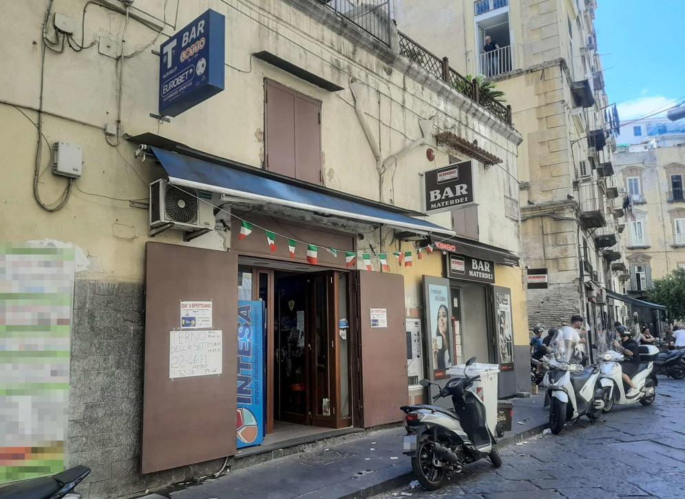 Napoli, la tabaccheria del Gratta e vinci rubato