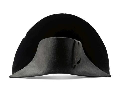"""All'asta il cappello appartenuto a Napoleone: il test del Dna ne ha confermato la """"paternità"""""""