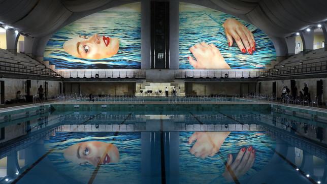 Salone Mobile, il murales di Maurizio Cattelan alla piscina Cozzi